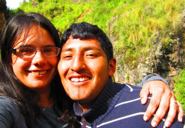 locum tenens of the year award winner - image of doctor simran kalra and her husband willian