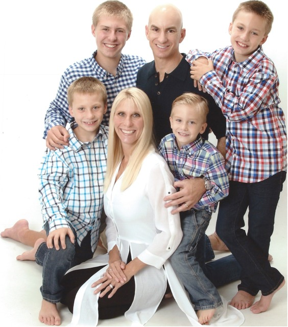 full time locum tenens - image of doctor greg carr with his family