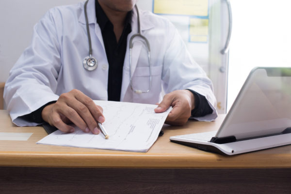 full time locum tenens - featured image of doctor working on a travel assignment